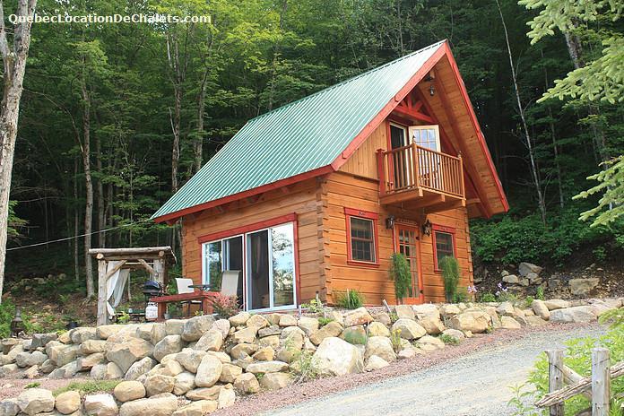Cottage rentals in grenville sur la rouge vacation for Laurentian mountains cabin rental