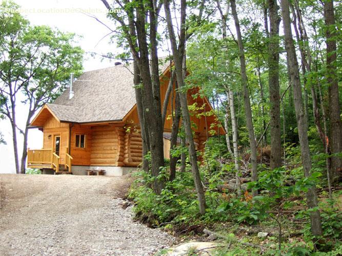 Cottage rentals in sainte b atrix vacation rentals for Laurentian mountains cabin rental