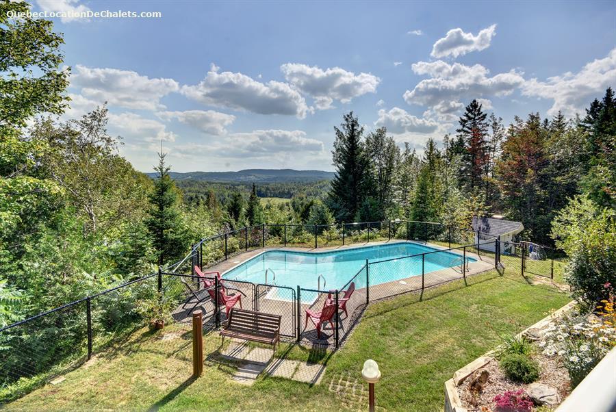 Chalet louer lanaudi re saint damien manoir marceau for Chalet a la montagne avec piscine
