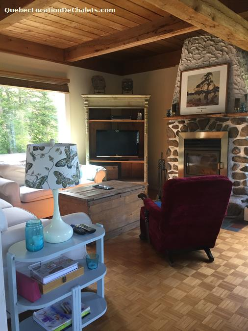 Cottage rental qu bec laurentides morin heights cozy for Cozy canadian cottage
