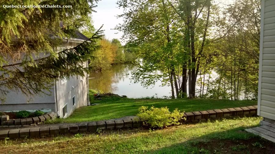 Cottage rental qu bec laurentides grenville sur la rouge for Laurentian mountains cabin rental