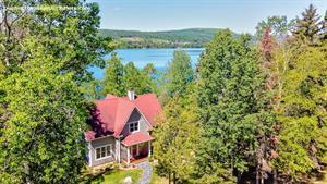 Cottage rental | La Nouvelle-Angleterre sur le lac par Chalets Confort