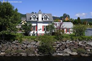 chalets à louer bord de l'eau L'Anse-Saint-Jean, Saguenay-Lac-St-Jean