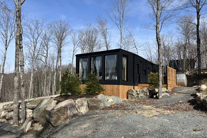 Cottage rental | Bel Air, grocery store, bistro, sushi, lake, kayak, farm