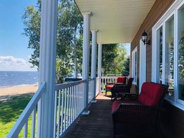 waterfront cottage rentals Saint-Félicien, Saguenay-Lac-St-Jean