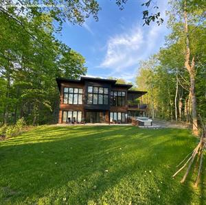 ski cottage rentals at the base of a mountain Shawinigan , Mauricie