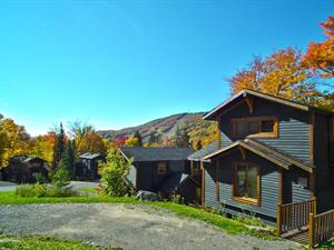 ski cottage rentals at the base of a mountain Stoneham, Québec