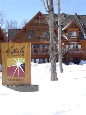 chalets au pied des pentes de ski Mont-Tremblant, Laurentides