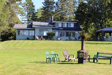 waterfront cottage rentals Saint-Gabriel-de-Brandon, Lanaudière