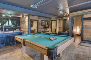 Cottage rental | Lake front loft with hot tub
