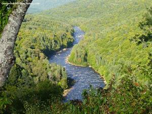 chalets bord de l'eau riverains Sainte-Brigitte-de-Laval, Québec