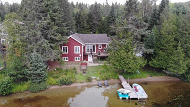 waterfront cottage rentals La Minerve, Laurentides